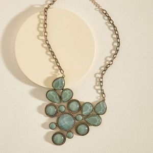 Modcloth green emerald stone statement necklace